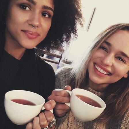 Emilia Clarke s Nathalií Emmanuel