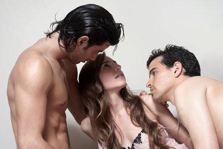 Príbehov, ako sa sex v trojke zmenil na riadny.
