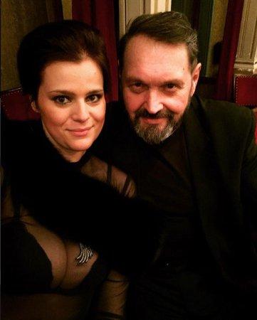 Josef Kokta s Ornellou vyrazili do divadla k oslavě jejich druhého výročí svatby.