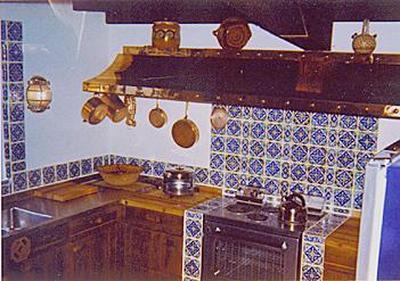 Kuchyně Marilyn. když měla pro koho ráda vařila. Líbilo se jí být v roli domácí ženušky, která chystá manželovi oběd.