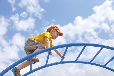 Přehnaný strach a obavy dětem škodí.