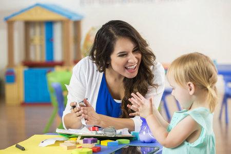 Je-li dítě často chváleno, učí se hodnotit.