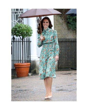 Kate Middleton v šatech Prada.