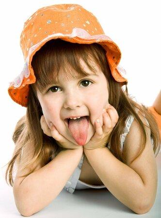 Oteklý a červený jazyk vypovídá o bakteriálním nebo virovém zánětu sliznice.