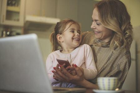 Matkou malého dítěte po čtyřicítce? Ano, ale berete na sebe i dost nečekaných starosti