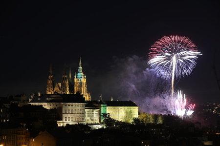Honosnou tečkou za oslavami bude velkolepý ohňostroj odpálený na státní svátek přesně v symbolický čas 19:18. (Ilustrační foto)