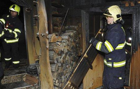 Při požáru sauny v Praze 6 se zranil člověk.