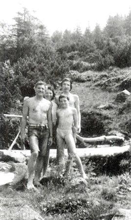 Jedna z nemnoha fotografií celé rodiny, tentokrát na prázdninách v Nízkých Tatrách