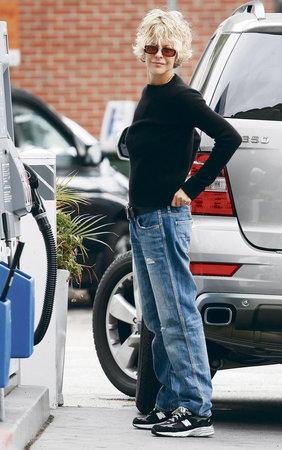 Meg je prý tak posedlá hubnutím, že z ní padají i kalhoty...