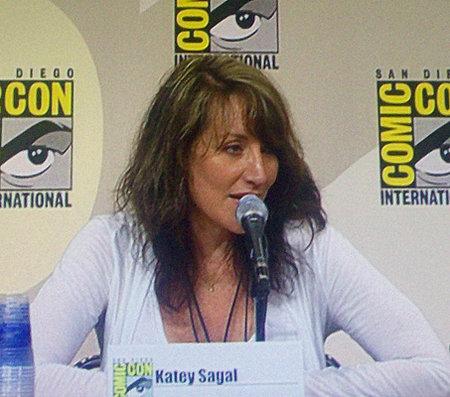 Katey Sagal dnešních dnů. Na 55 let vypadá skvěle, ale Peggy Bundovou by v ní už nikdo nehledal.