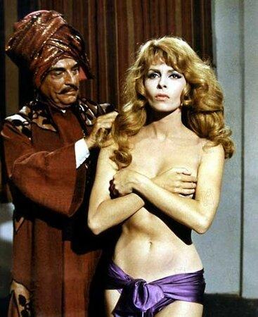 Slavná svlékací scéna z harému v epizodě: Nezkortná Angelika.