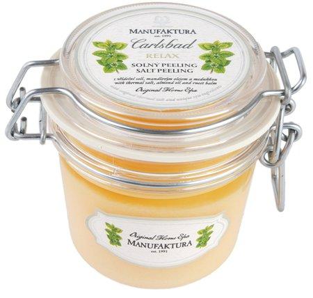 Manufaktura Peeling s vřídelní solí, mandlovým olejem a meduňkou, 329 Kč.  Koupíte na www.manufaktura.cz nebo v prodejnách Manufaktura.