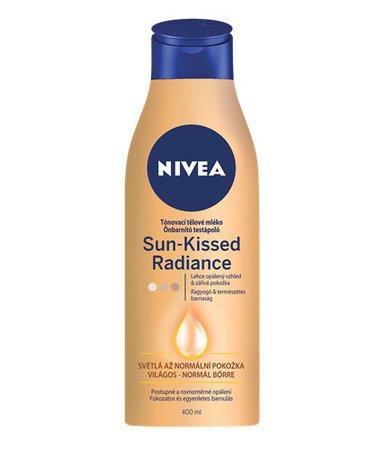 Tónovací mléko pro světlou až normální pokožku, Nivea, 150 Kč (400 ml)