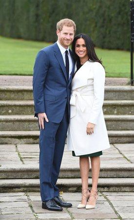Ženy z královské rodiny musí nosit punčocháče.