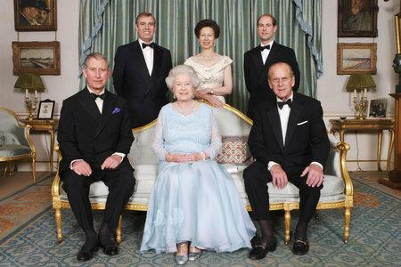 Královna Alžběta II. se svými dětmi