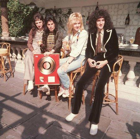 Freddie do kapely přišel dříve než basák John