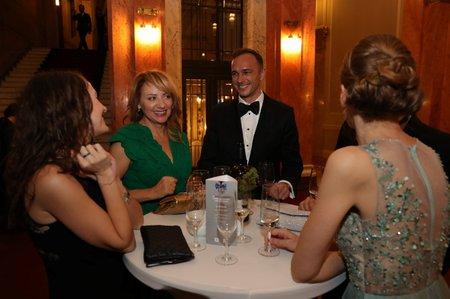 Bývalá primátorka Adriana Krnáčová se dobře bavila a srdečně se vítala se známými.
