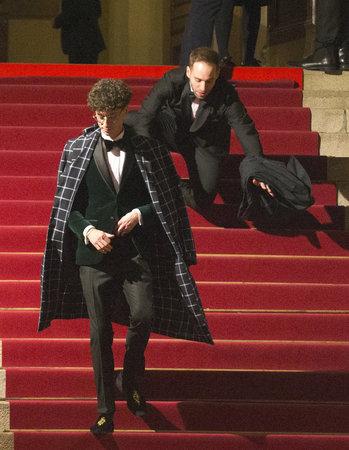 Partner Jana Ciny spadl ze schodů.