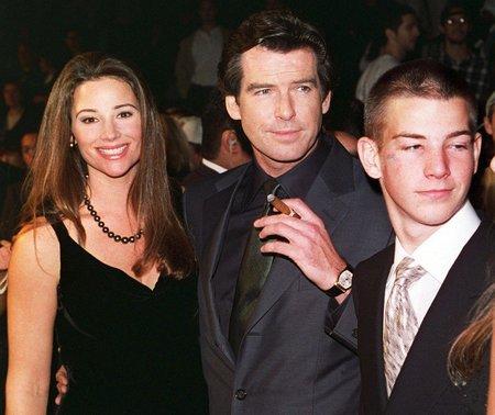 Pierce Brosnan s manželkou Keely Shaye Smith. V roce 1993, kdy se seznámili.