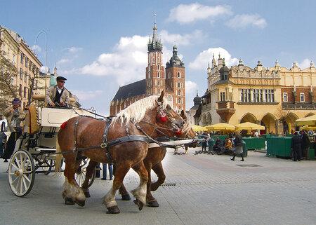 V Krakově patří k atrakcím jízda tradičním kočárem
