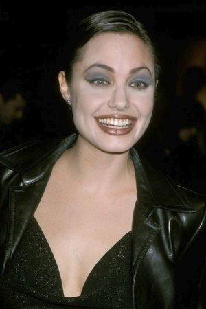 Angelina Jolie v dobách, kdy vypadala spíše trochu jako strašidlo než sexy diva.