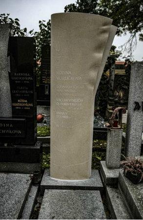 Rodinná hrobka, ve které je pochován Václav Vorlíček.