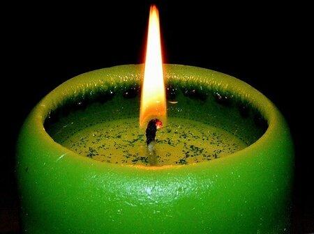 Zelená svíčka přináší štěstí a hojnost