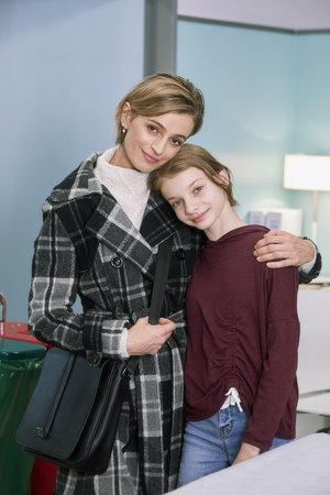 Se svou seriálovou dcerou řeší závažné onemocnění vaječníků.