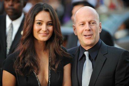 Bruce se svou současnou manželkou