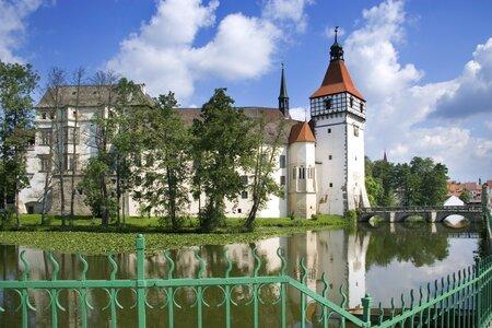 Vodní zámek Blatná je tím nejkrásnějším místem na jihu Čech.