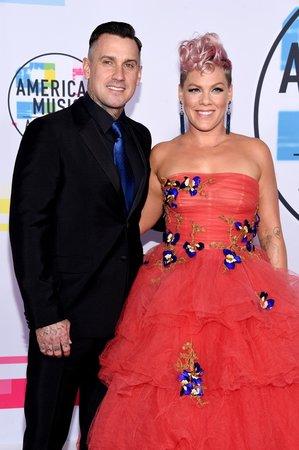 Pink a Carey Hart