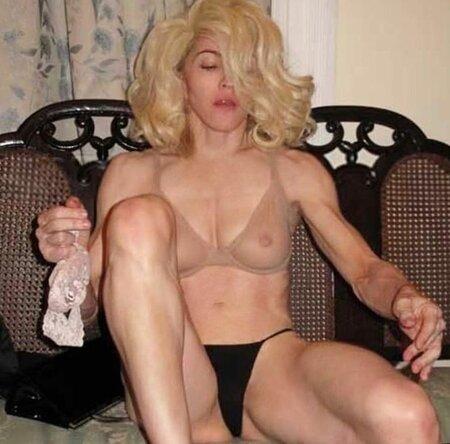 Madonna zveřejnila na svém profilu hodně provokativní fotku.