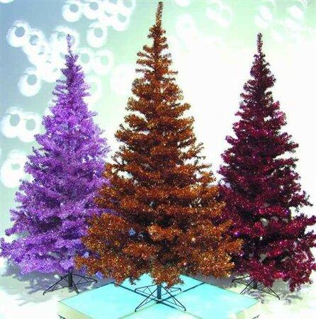 Nebaví vás klasický zelený vánoční stromek? Pak si můžete vybrat prakticky ze všech jiných barev...
