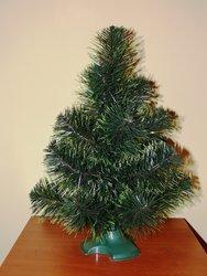 Miniaturní stromeček překážet nebude. Tento, vysoký 40 cm, pořídíte za 194 Kč (adventik.cz)