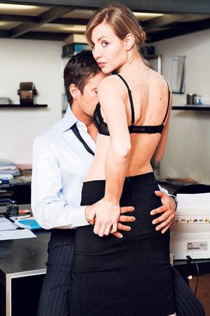 Zažili jste sexuální poměr na pracovišti a báli se vyhazovu? Nemuseli jste. Hrubě jste totiž sexem smlouvu neporušili.