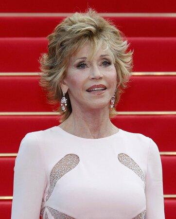 Hollywoodské krásce Jane Fonda by třiasedmdesát let asi nikdo nehádal. Její dokonalá postava všem přítomným v Cannes vyrazila dech.