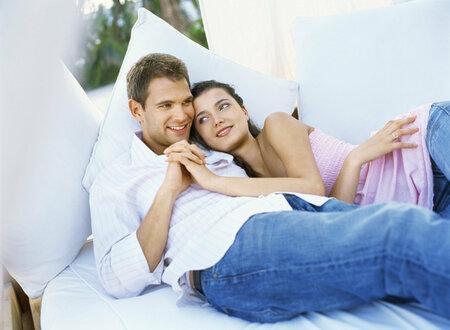 Láska není jen o sexu, většinou stačí pouhé objetí.