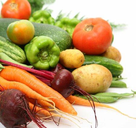 Zeleninu, především rajčata, zalévejte tak, aby listy zůstaly pokud možno suché