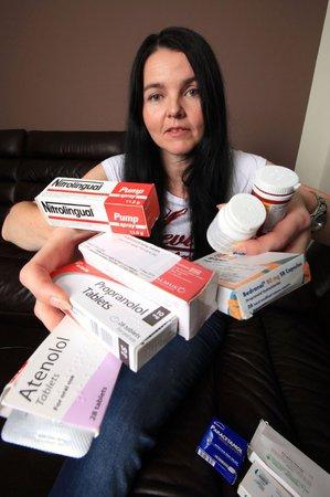 Mary-Grace Milner ukazuje, co všechno musí kvůli své alergii užívat.