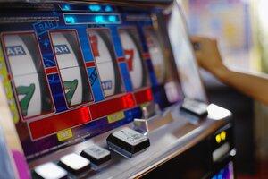 Peníze na složenky prohrála na automatech: Nahlásila přepadení