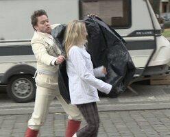 Zpěvák Matěj Ruppert zešílel, na ulici chytal lidi do pytle! Nikdo nepomohl!
