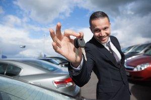 Na podvody s převody ojetin si posvítí novela zákona. Položí to malé bazary aut?