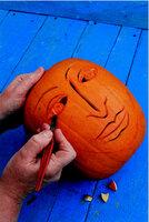 Originální dekorace: Vyřezávaná dýně ozdobí vaše zápraží