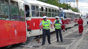 Tramvaj na Vítězném náměstí srazila člověka. Utrpěl úraz hlavy, linky do centra stály
