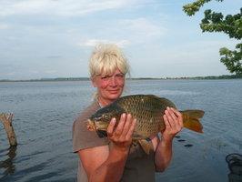 Rybářku předchází její jméno: Rybková nahodí a má