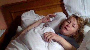 Dechberoucí video z Rakouska: Bezvládnou Ivetu Když ještě odváží sanitka!