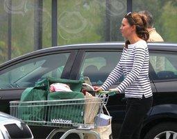Oh my Kate! Pohublá vévodkyně poprvé po porodu na veřejnosti!