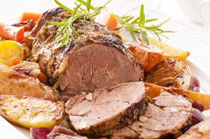 Uspořádejte velkolepou hostinu: Jehněčí kýta s bramborami