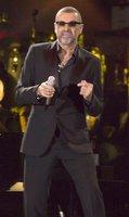 Zpěvák George Michael: 4hodinový zásah záchranky a náhlý převoz do nemocnice