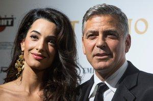 Časopis Hello! se musí herci Georgi Clooneymu omluvit za vymyšlený exkluzivní rozhovor